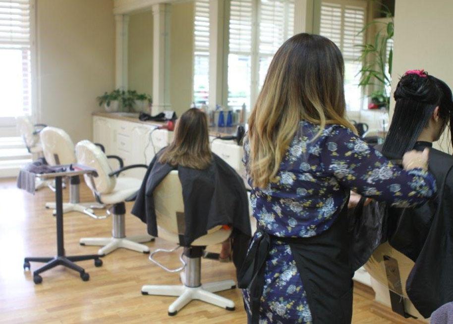 Stylist+at+Atrium+Salon+and+Spa+cuts+student+Tara+Zamiri%27s+hair.