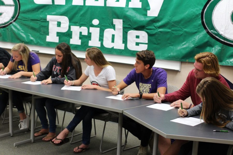 10+athletes+sign+letters+of+intent+for+November