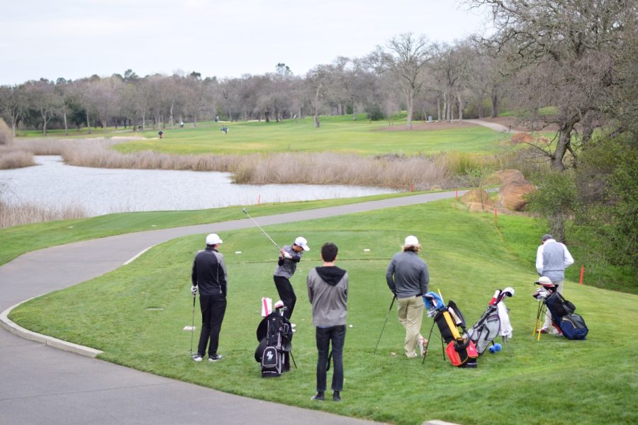 Freshman+Derrick+Dollesin+tees+off+on+the+first+hole+at+Granite+Bay+Golf+Club.