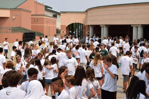 The class of 2022 gathers in the quad after being welcomed to Granite Bay High School