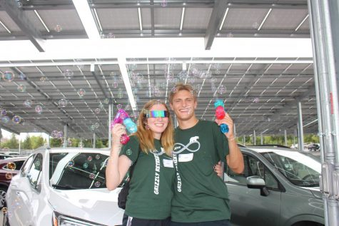 Link Leaders, Lindsey Zabell and Brent Evans, pose with bubble guns.